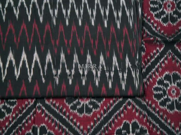 Handwoven Ikat Cotton Saree With Blouse